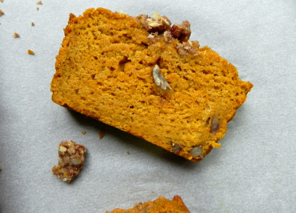 Pumkin Bread with Maple Pecan Crumble