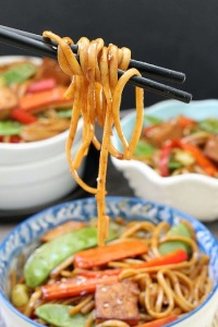 Slow Cooker Vegetable Lo Mein by - @LifeMadeSweeter