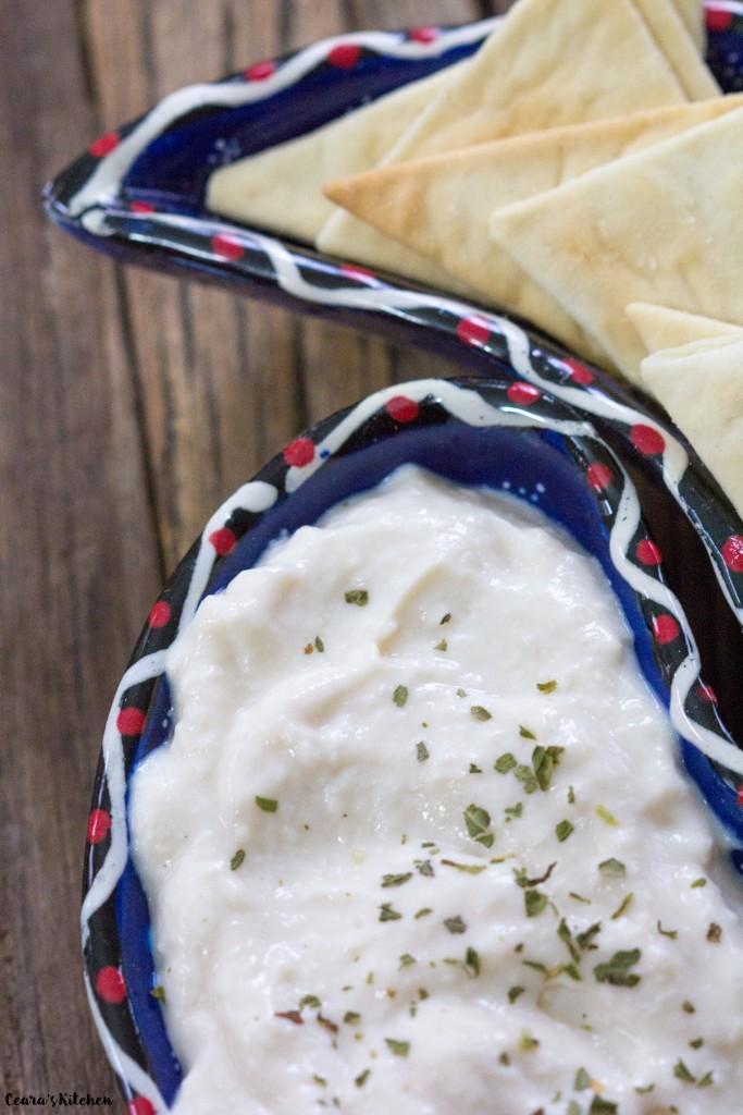 creamy garlic yoghurt